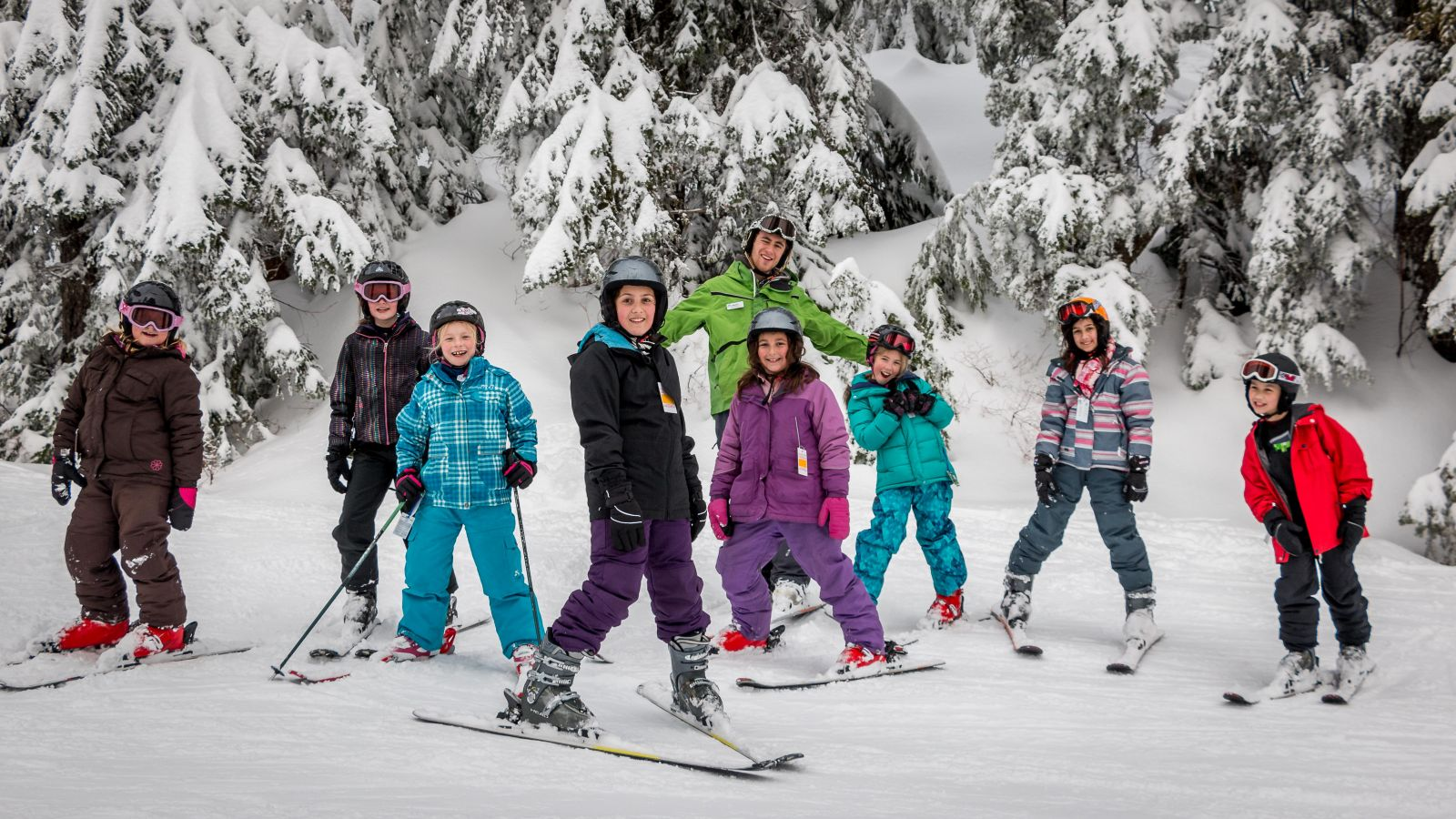 Community, social networks of skiers: a selection of sites